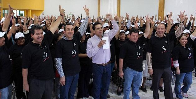 Durante los encuentros fue acompañado del ex Senador Antonio Soto y de un número importante de encargados del orden