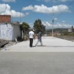 De acuerdo con el titular de Obras Públicas, Gustavo Moriel Armendáriz, el proyecto de inversión incluye la construcción de banquetas de concreto de 8 centímetros de espesor con acabados de escobillado fino
