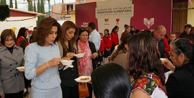Las mujeres organizadas en 14 comités, aprendieron a cocinar platillos sanos y nutritivos a base de amaranto, avena, arroz, calabaza, chía, germinados, granola, hongo zeta, lentejas, manzana, nopal, pepino y perejil, entre otros ingredientes