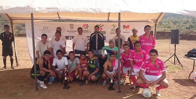 Más de 600 niños y jóvenes de siete tenencias de Morelia vivieron con alegría y entusiasmo la fiesta deportiva del 2° Torneo de Futbol Callejero 2014