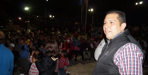 Durante una reunión con vecinos de la colonia Jesús Romero Flores, para convivir en una pre-posada, Barragán Vélez conoció las demandas de los habitantes de la colonia
