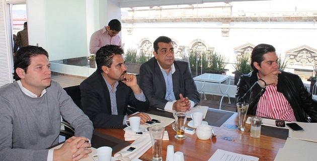 Los diputados Elías Ibarra, del PRD, y Eduardo Orihuela, del PRI, explicaron la determinación del Poder Legislativo