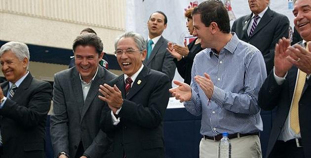 """Aunque en Michoacán los políticos-políticos nos han fallado, aquello de imponer a un perfil """"no político"""" en el Ejecutivo estatal también ha resultado desastroso, y para muestra, basta el botón de Salvador Jara"""