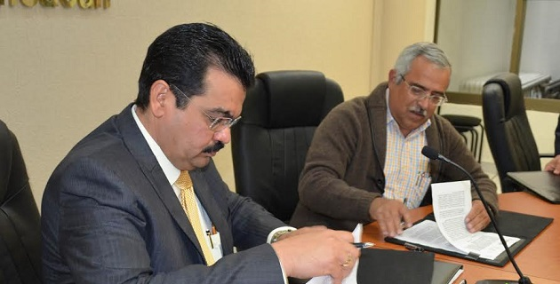 El documento fue firmado en la sede del órgano electoral federal por el Vocal Ejecutivo de la Junta Local, Joaquín Rubio Sánchez y el Secretario de Educación, Armando Sepúlveda López