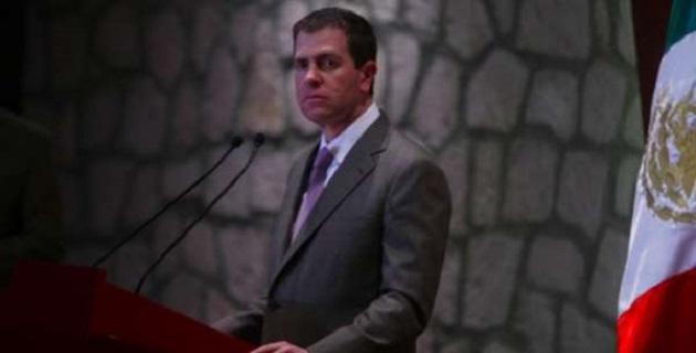 La figura del comisionado debe eliminarse pues porque es violatoria de la Constitución, dijo Bartlett, quien resaltó la detención del líder de los autodefensas, José Manuel Mireles, a quien Castillo había reconocido antes