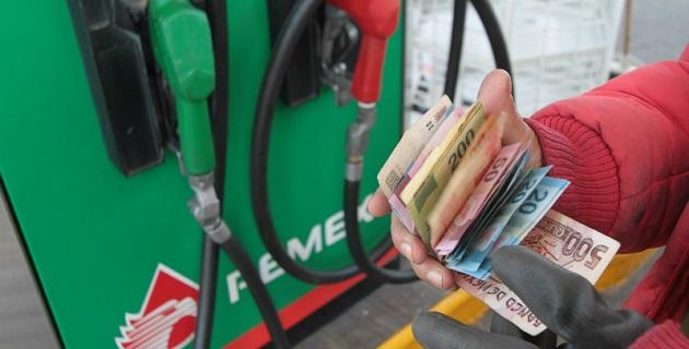 La Magna aumentará 26 centavos al pasar de 13.31 pesos a 13.57 pesos; la Premium subirá 27 centavos, para pasar de 14.11 pesos por litro a 14.38 pesos; mientras el Diesel pasará de 13.94 pesos a 14.20 pesos
