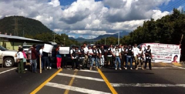 """""""La lucha de Ayotzinapa se va a hermanar con todas las luchas del pueblo que tengan como fin, transformar a este país, a excepción de los partidos políticos"""", declaró Omar García en conferencia de prensa"""