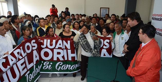 Los enardecidos priístas inconformes fueron atendidos por el presidente del Comité Directivo Estatal del PRI, Eligio Cuitláhuac González (FOTO: ALTORRE.COM.MX)