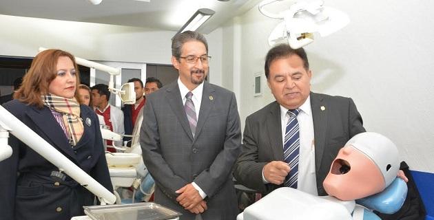 Serna González realizó una visita a ese centro educativo para ponerse a las órdenes de quienes forman parte de esa comunidad, a unas semanas de haber asumido el cargo