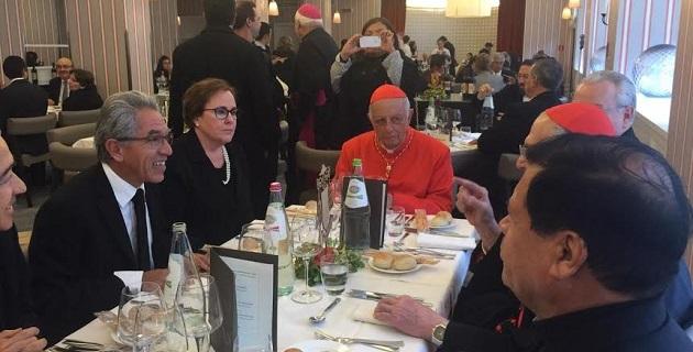 Jara Guerrero asistió a la comida que la Arquidiócesis de Morelia ofreció a sus invitados, donde convivió con parte del contingente de michoacanos que acompañaron al cardenal a Roma