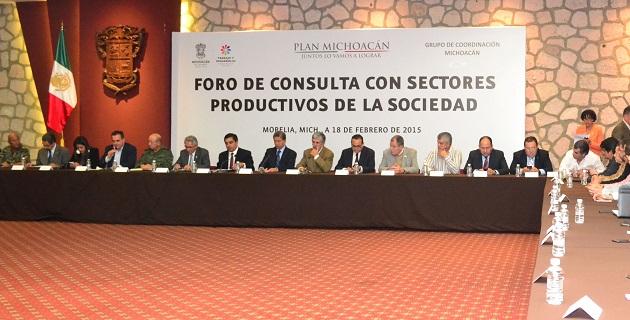 El foro que se realizó en Casa de Gobierno fue encabezado por el gobernador Salvador Jara Guerrero y el general Felipe Gurrola Ramírez, designado por el gobierno federal como mando especial para la seguridad en Michoacán