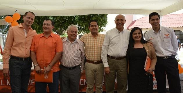 El coordinador estatal del partido naranja acompañó a presentar su solicitud de registro a tres candidatos a diputados: Vania Montes por el Distrito 10; Marco Tulio Campos por el Distrito 16; y, Javier Paredes por el Distrito 17