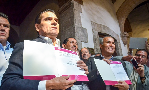Silvano Aureoles ofreció diez compromisos a los migrantes michoacanos.