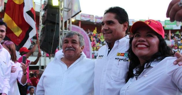 Brenda Fraga inició campaña en Uruapan.