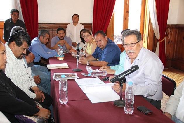 Molina Vélez recordó que el papel desempeñado por el Poder Legislativo sólo corresponde a entablar canales de comunicación entre ambas partes, toda vez que no compete al Congreso local la resolución ni la aplicación de la normatividad