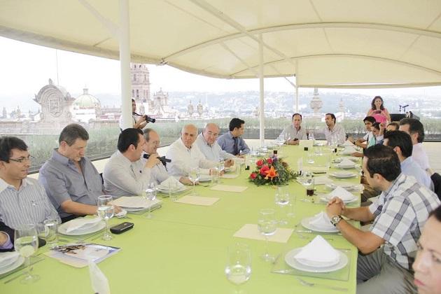 Manuel Antúnez remarcó que la falta de recursos e inversión pública del estado en el rubro turístico obedece en parte a la corrupción y manejo erróneo de las finanzas públicas por los gobiernos de los partidos tradicionales