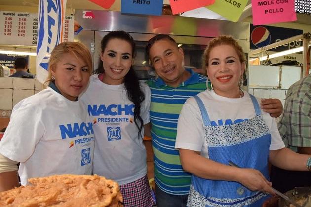 En su primera semana de campaña, los locatarios fueron francos ante el candidato albiazul y los diversos medios de comunicación que se dieron cita desde temprana hora para convivir con Nacho Alvarado