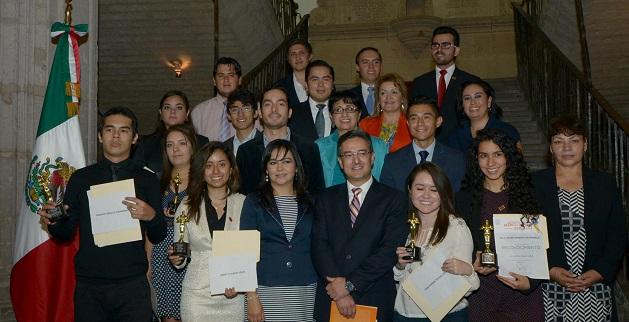 Jóvenes talentosos de Morelia, fueron reconocidos por el ayuntamiento y su alcalde.