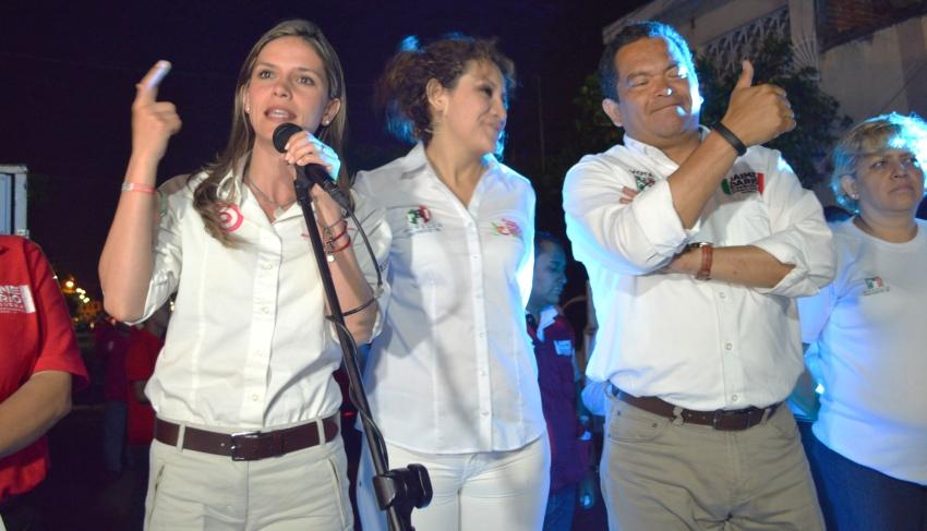 Daniela de los Santos recorre colonias de Morelia