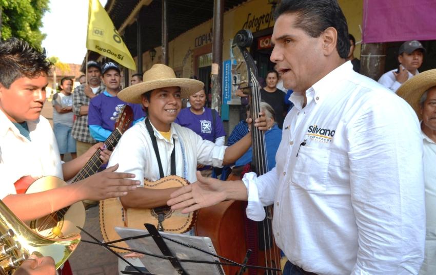 Ofrece Silvano solución a problema del rastro y basurero en Tangancícuaro