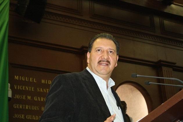 Sandoval Flores exhortó nuevamente a las autoridades correspondientes a vigilar que los grupos priistas que están amedrentando y agrediendo no logren su cometido para ahuyentar a la gente de las urnas