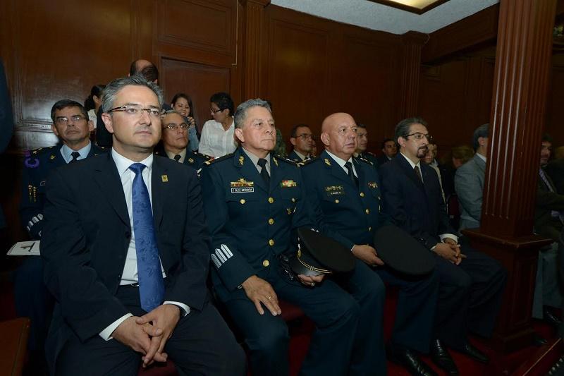 Tras recibir este homenaje, Carlos Antonio Rodríguez Mejía, comandante de la Fuerza Área Mexicana, refrendó el compromiso de cada uno de los elementos de esta corporación en el cuidado y protección a los ciudadanos mexicanos y a la nación