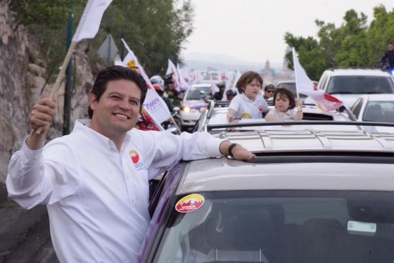 Martínez Alcázar sigue los pasos de su abuelo, Alfonso Martínez Serrano, que fue en dos ocasiones alcalde de Morelia