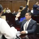 De haberse aprobado un incremento del 3 por ciento en algunos municipios como Morelia, explicó el parlamentario, se hubiera autorizado que algunas familias costearán hasta en 250 pesos el pago por el alumbrado público