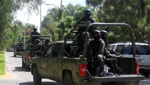 Los titules de la Segob y la Sedena arribarían el miércoles a Apatzingán para anunciar también una nueva estrategia que permita blindar las presiones que ejercen otros grupos delincuenciales que pretenden asaltar Michoacán