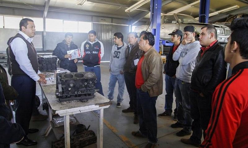 Barragán Vélez destacó que las personas que concluyen su capacitación en el ICATMI adquieren las habilidades para auto emplearse a través de un negocio propio o bien introduciéndose al mercado laboral con mejores resultados