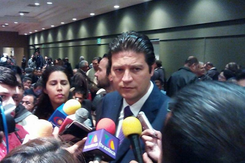 Martínez Alcázar alertó sobre algunas artimañas de las que hacen uso algunos comerciantes informales; pide a morelianos denunciar (FOTO: MARIO REBO)