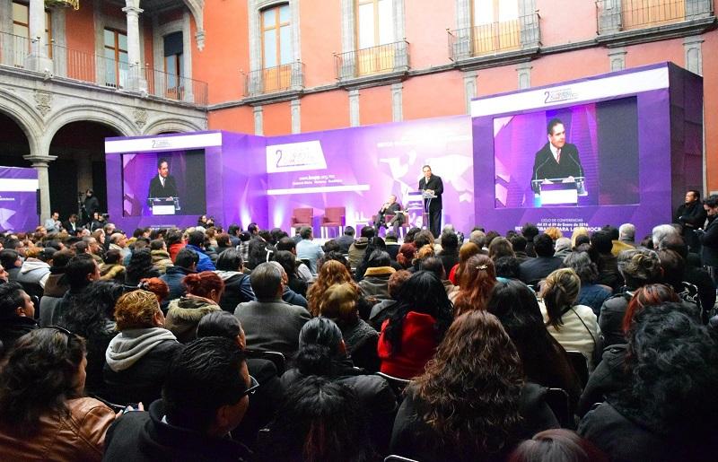 Al participar en el Segundo Encuentro Internacional la Izquierda Democrática, que se realizó en el Museo de la Ciudad de México, Aureoles Conejo señaló que también se ha puesto orden en las finanzas públicas para generar desarrollo