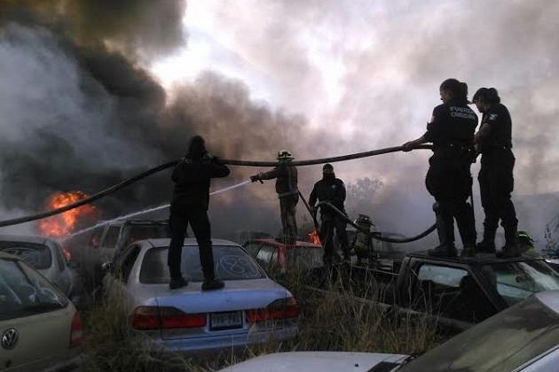 Participaron motociclistas, autopatrullas y oficiales municipales, quienes en sinergia con los cuerpos estatales de seguridad y Protección Civil, lograron sofocar el fuego alrededor de las 16:30 horas