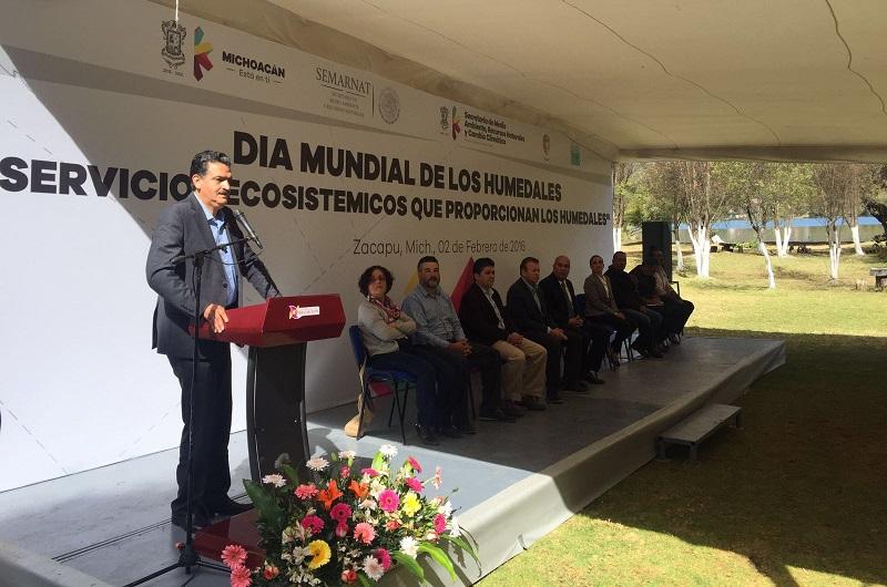 Luna García reconoció que cada día es más escasa el agua y conservarla no es una solución fácil; ya se sabe que cuenca arriba se produce el líquido y abajo están las industrias y las poblaciones a las que no se les puede simplemente cerrar la llave