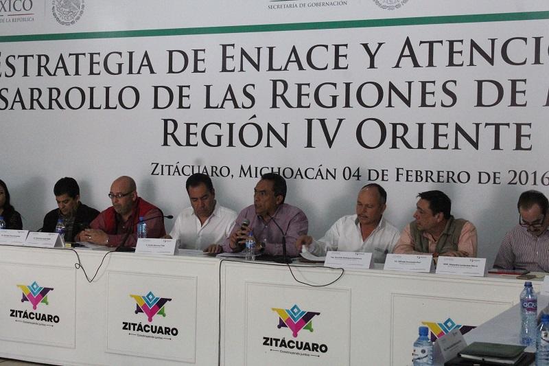 Ante presidentes municipales y representantes de 18 alcaldías, el encargado de la política interna externó que se tendrán reuniones periódicas