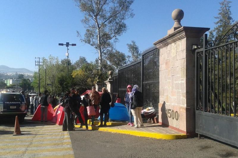 Los manifestantes aseguran que no se retirarán del lugar hasta recibir atención a su demanda (FOTO: EXENI MORELIA)