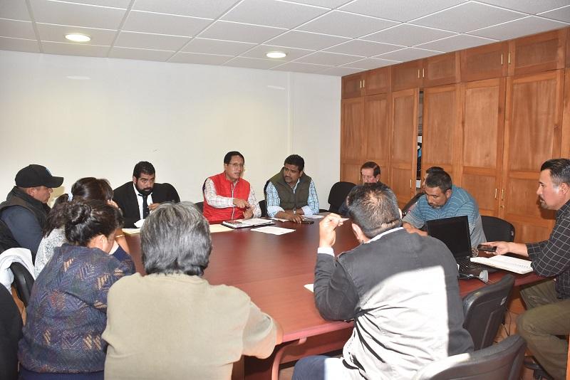 Rangel Piñón solicitó a los representantes de Nahuatzen liberar los 22 vehículos particulares y de servicio público que mantienen retenidos en la comunidad, a fin de poder continuar la mesa de trabajo como hasta ahora