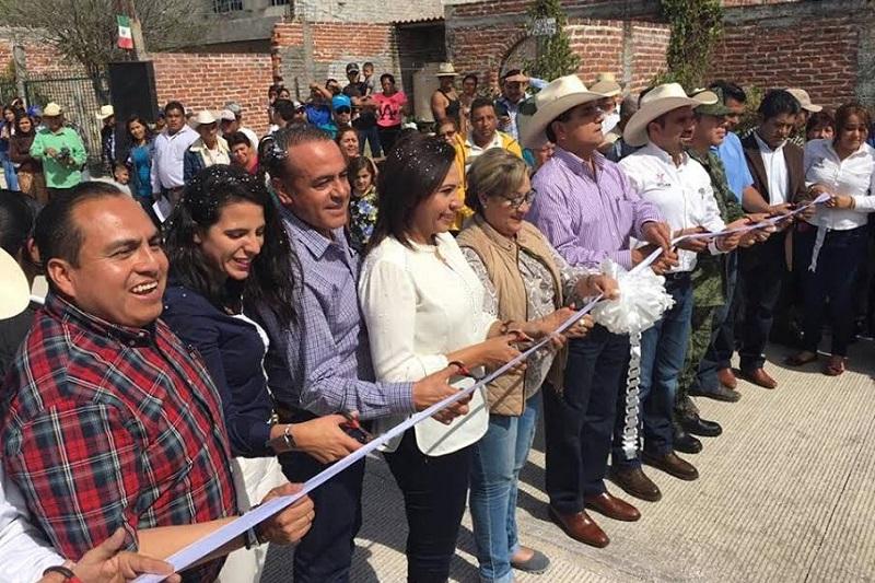 El gobernador de Michoacán, Silvano Aureoles, reconoció y destacó el trabajo y coordinación que se ha tenido con el Enlace Federal de la Región Lerma-Chapa, Gerónimo Color