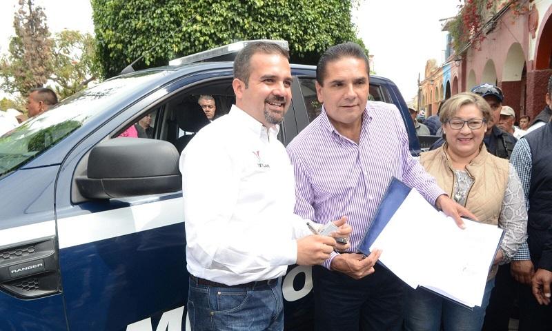 En Ixtlán, Aureoles Conejo inauguró obras sociales por más de 5 mdp; además, entregó recursos del FAMI por el orden de los 3.7 mdp