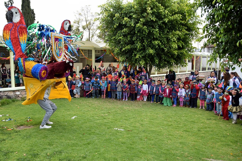 Rocío Beamonte, Directora del DIF Michoacán hizo hincapié en que este tipo de actividades fomentan el desarrollo integral de los menores y promueven las tradiciones y costumbres mexicanas