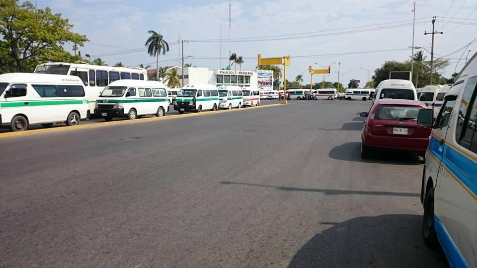 Los transportistas inconformes amenazan con bloquear las principales avenidas de la ciudad en caso de no tener respuesta favorable a sus demandas (FOTO: FRANCISCO ALBERTO SOTOMAYOR)