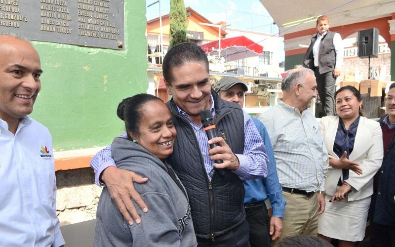 """""""Me da mucho gusto que hoy en la alerta que acaba de emitir el Gobierno norteamericano ya sacaron a Michoacán de los estados inseguros"""", expresó Aureoles Conejo"""