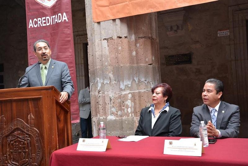 Un proceso de acreditación no es una moda, es una respuesta a la sociedad, afirmó el director de la Facultad de Derecho, Damián Arévalo