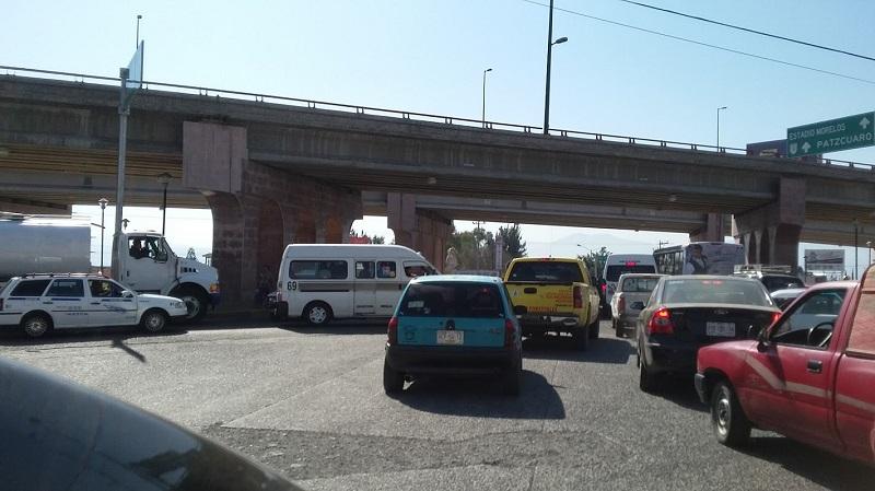 Hasta ahora ha resultado insuficiente el operativo de tránsito, que ha sido ampliamente rebasado y generado conflictos viales en varios puntos de la ciudad de Morelia