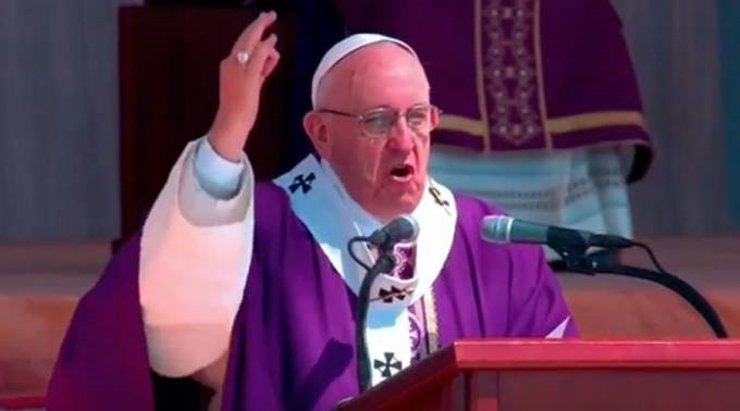 """""""Hermanos y hermanas metámoslo en la cabeza con el demonio no se dialoga, no se pueda dialogar porque nos va a ganar siempre, solamente la fuerza de la palabra de Dios lo puede derrotar"""": Papa Francisco"""