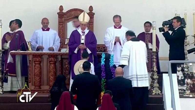 """El Papa también recordó a Vasco de Quiroga, """"el español que se hizo indio"""", uno de los principales evangelizadores españoles en Michoacán"""