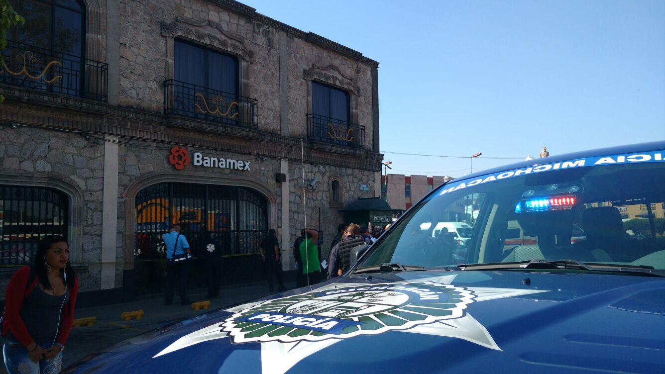 Al lugar arribaron paramédicos de una empresa particular, ya que no había ambulancias disponibles por parte de la Dirección de Protección Civil Estatal (FOTO: FRANCISCO ALBERTO SOTOMAYOR)