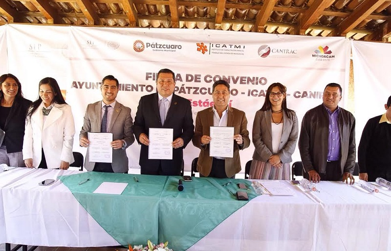 Una vez concluido el acto protocolario para la firma de los convenios, los presentes realizaron un recorrido por las instalaciones del plantel ICATUR ubicado en la tenencia de Tzurumútaro, Pátzcuaro, para conocer los talleres de capacitación en materia turística