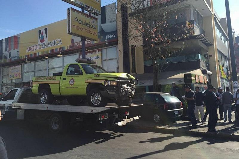A través de las redes sociales, elementos de la Coordinación de Protección Civil y Bomberos Municipales de Morelia piden respeto de los automovilistas a las unidades de emergencias