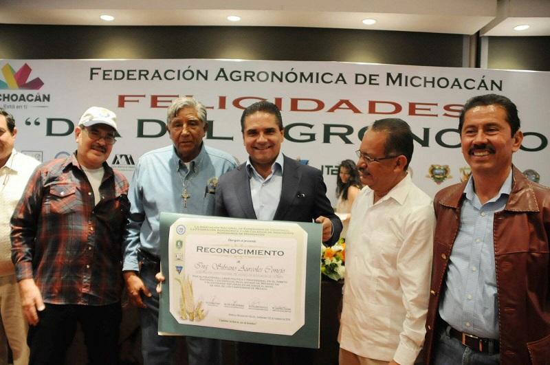 El mandatario felicitó a sus colegas de profesión, de la cual se manifestó orgulloso y en ese marco recordó que esta fecha fue instituida en honor a la fundación de la Escuela Nacional de Agricultura